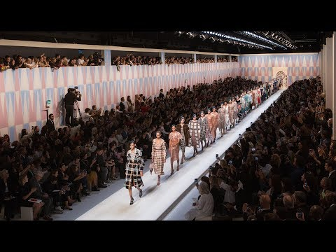 Fendi Spring/Summer 2018 Collection : On the Runway