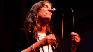 Patti Smith--PERFECT DAY (Lou Reed)--Amsterdam--8 june 2011--De Duif