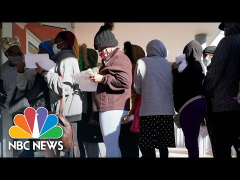 Miami Residents Wait Hours In Line For Grocery Gift Cards As Food Insecurity Grows Due To Covid - Видео онлайн