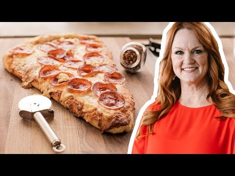 The Pioneer Woman Makes One GIANT Slice of Pizza | Food Network