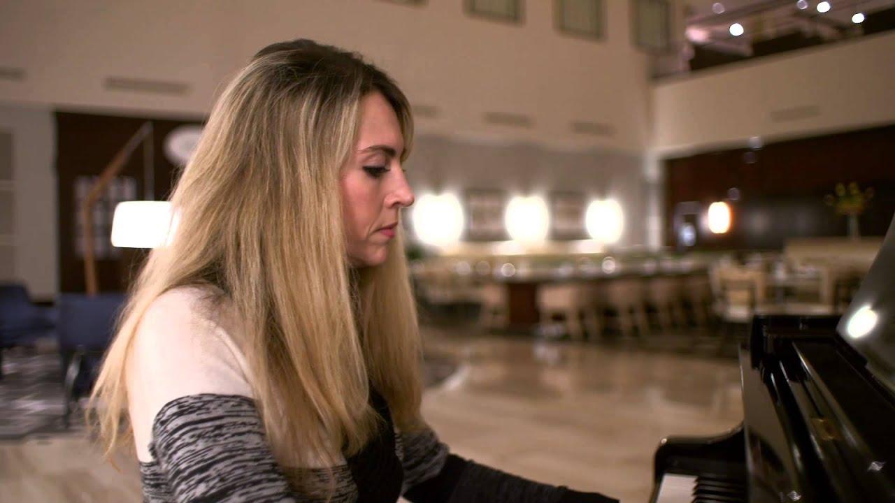 Meet The Parkview Lounge Pianist At Hilton Nashville