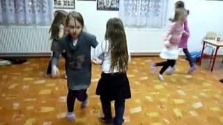 Polka Dziadek, zabawy przy muzyce, rytmika dla dzieci