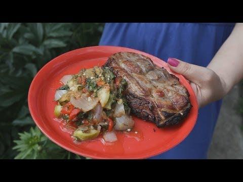 Мясо и овощи в тандыре.