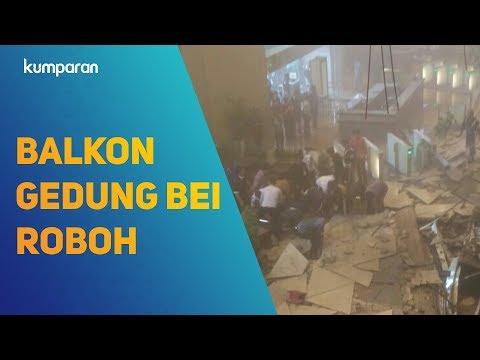 Balkon Gedung BEI Roboh