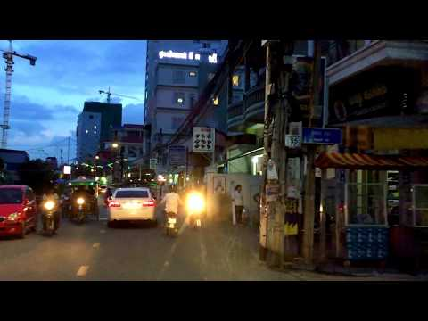Night Street View in Toul Tumpong Area ǀ Phnom Penh City View ǀ Cambodia