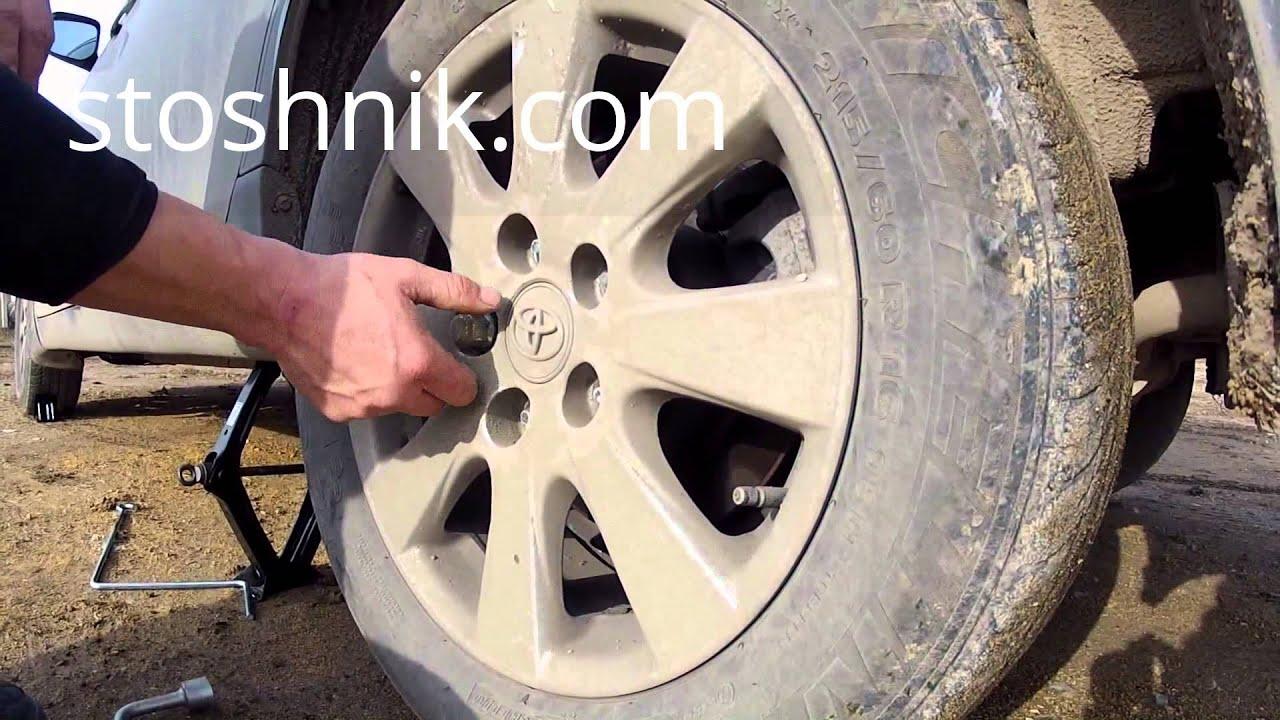 Как снять и установить колесо (запаску) и затянуть болты (гайки).