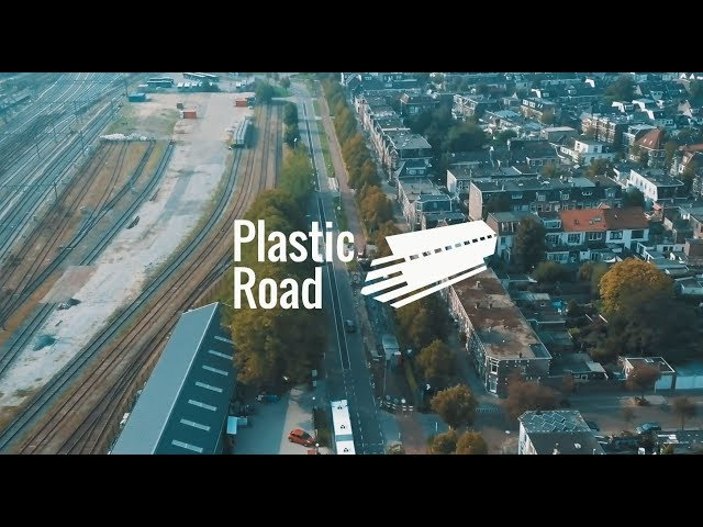 The installation of the 1st PlasticRoad in the world