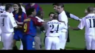 Luis Enrique vs Zinedine Zidane trong trận El Clasico năm 2003