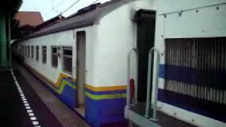 Kereta Api Cirebon Ekspress berangkat dari stasiun Gambir