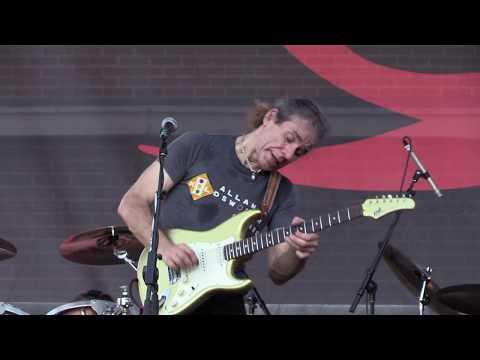 "Chris Duarte - ""Show Me That You Want It"" (Live at the 2017 Dallas International Guitar Show)"