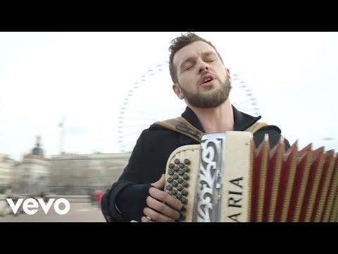 Claudio Capéo - Un homme debout (clip officiel)