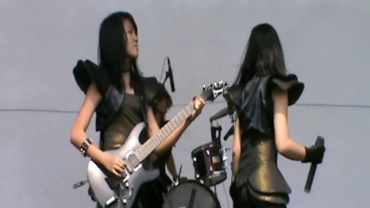 Festival Gudang Garam Rock - Band rock wanita Mazel Tov