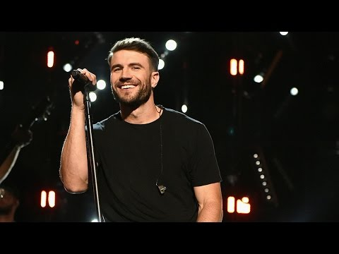 "Sam Hunt Gives Swoonworthy ""Body Like A Back Road"" Performance At 2017 BBMAs"