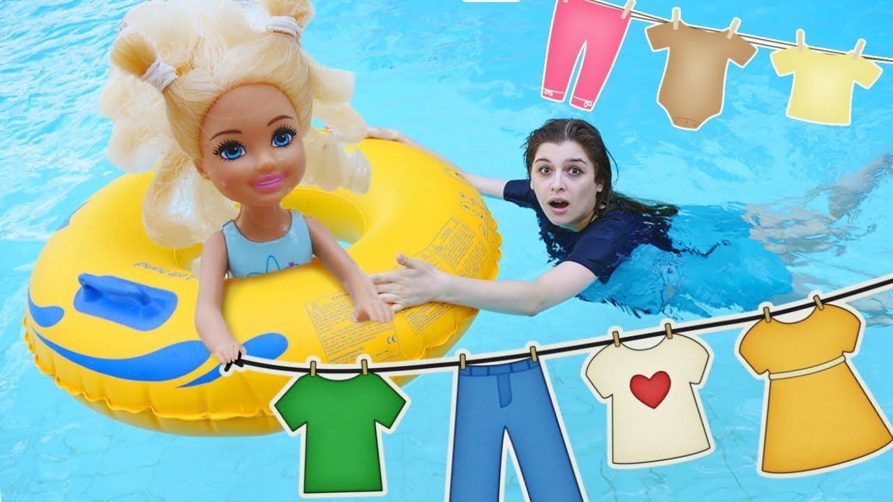 Маленькие Барби в аквапарке! Игры в куклы в бассейне - СТИРКА. Видео для девочек