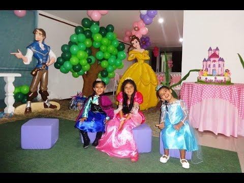 Fiesta Princesas Disney - Ingreso de mis nietecitas disfrazadas - Valeria 5 añitos-