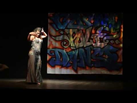 Aurore danse orientale pour l'association Cosmopoli'danse