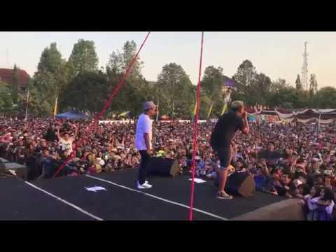GuyonWaton x Om Wawes - Penak Konco LIVE at Alun Alun Pemda Wonosari