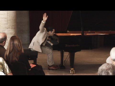 Mauricio Vallina plays Lecuona – La conga de medianoche