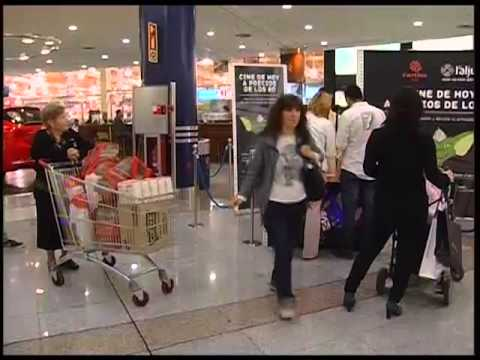 Cine de hoy a precios de los 80 en l 39 aljub youtube for Cines arenys precios
