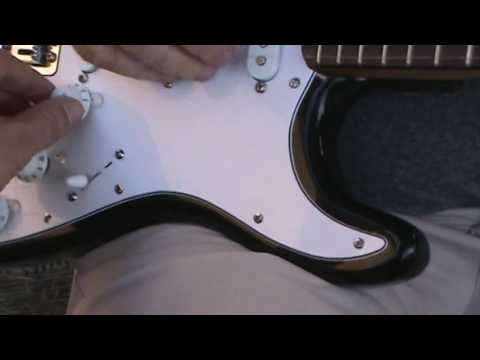 fender single coil out of phase demo - YouTube