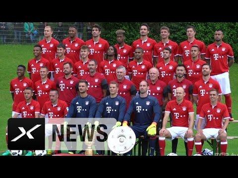 Bitte lächeln! Mats Hummels und Co. mit Foto-Spaß | Mannschaftsfoto des FC Bayern München