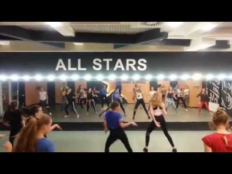 Meghan Trainor - All About That Bass (Ice...