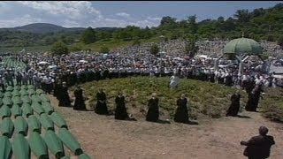 Srebrenitsa'da anma ve cenaze töreni bir arada