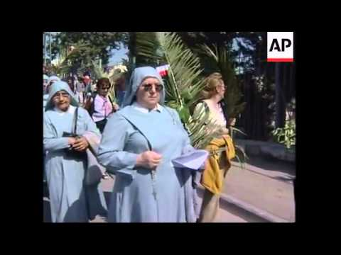 Christians gather on Mount of Olives to celebrate Palm Sunday