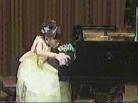 Aimi Kobayashi Performs Beethoven's Sonata No.10(Allegro)