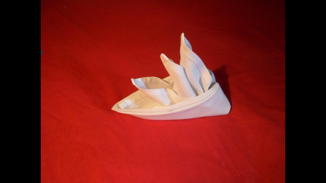 napkin folding Simple yet decorative way of folding table cloth for christmas.