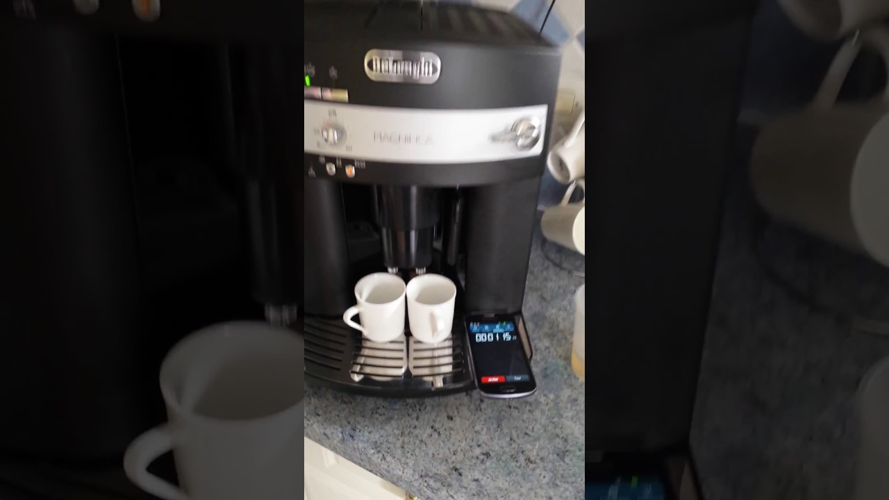 test delonghi magnifica expresso esam 3000b cafeti re automatique youtube. Black Bedroom Furniture Sets. Home Design Ideas