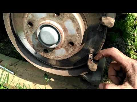 Ситроен С4, Пежо 308, замена задних тормозных колодок.