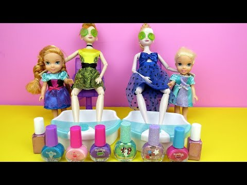 spa-!-elsa-and-anna-toddlers-at-beauty-salon---barbie-is-hair-stylist---nails-painting---shopping