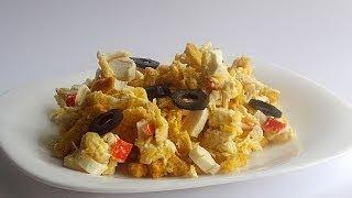Салат с Крабовыми Палочками, Курицей и Сухариками кулинарный видео рецепт