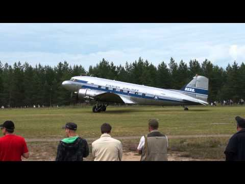 Finnish Airlines: Douglas DC- 3 Take off