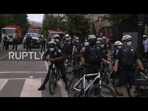 USA: Police order BLM protesters to remove tents blocking Washington DC street