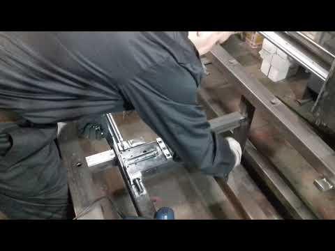 Станок с поворотной осью. Фиксатор задней бабки, железо готово.