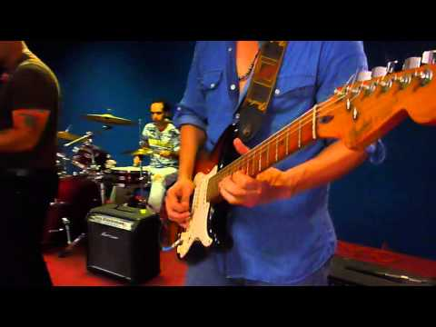 MIL HORAS COVER BY BLUE LIMOSINE