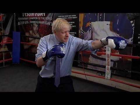 شاهد: بوريس جونسون يمارس الملاكمة بقفازات -بريكست-  - نشر قبل 17 ساعة