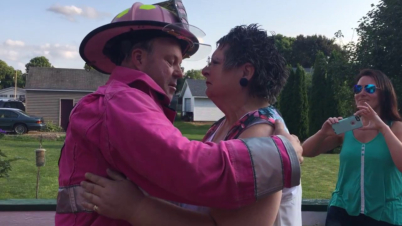 Pink Heals Sauk Valley Visiting Dorothy as she Battles Cancer in Sheffield,  Illinois