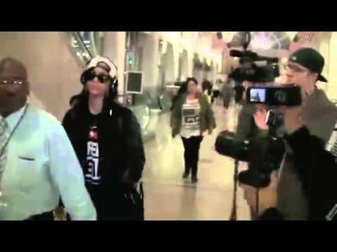 Rihanna Sues Former Accountants, Claims She Lost Millions [HD]