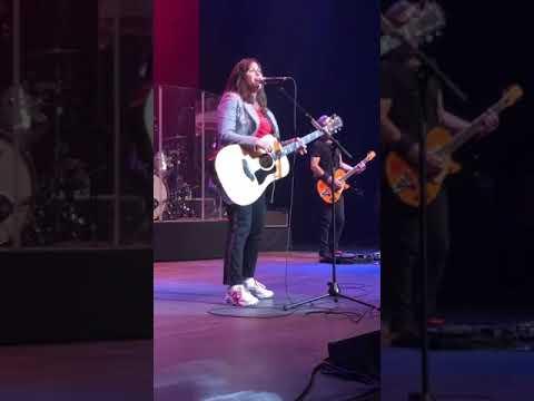 Head Over Feet - Alanis Morissette Live in Las Vegas Apr 27 2019 mp3