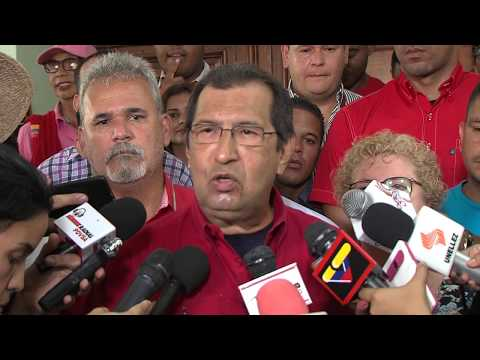ADÁN CHÁVEZ VOTA EN LA CONSTITUYENTE
