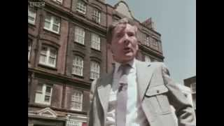 Kenneth Williams - Going Places -  1975 - Bloomsbury, Piano Museum etc