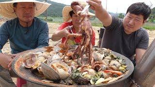 문어,전복,조개 등 각종 해물 넣어 [[해물탕(Spicy Seafood Stew)]] 요리&먹방!! - Mukbang eating show