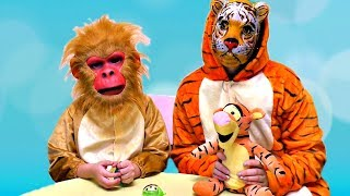 Funny Monkey play with Colors toys