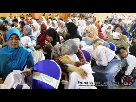 SMA Negeri 1 Turen Malang - Sukses Ujian Nasional bersama Dr. Umi Dayati, M.Pd.
