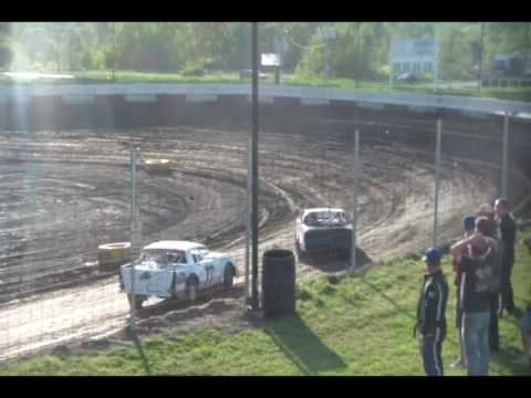 5.13.17 Peoria Speedway ---Street stock heat race