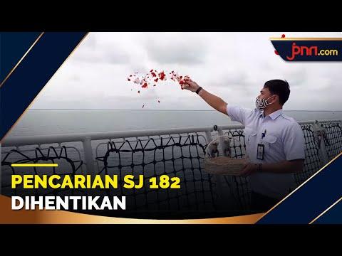 Keluarga Korban Sriwijaya Air Tabur Bunga di Lokasi SJ182 Jatuh