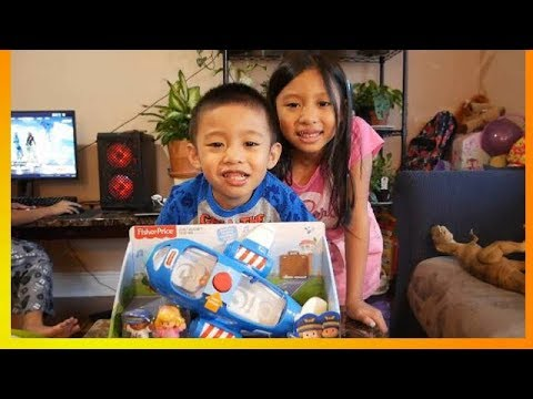 Fisher-Price Little People Travel Together Airplane With Pilot Kurt And Emma | Unboxing And Playing